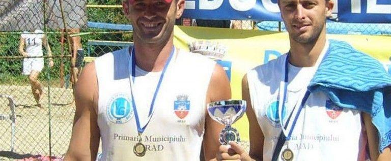 Semifinală arădeană la Campionatul Naţional de volei pe plajă