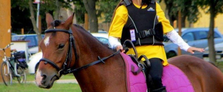 Campioane pentru Pony Club in finala Campionatului Hipic pentru copii BEKES-ARAD 2013