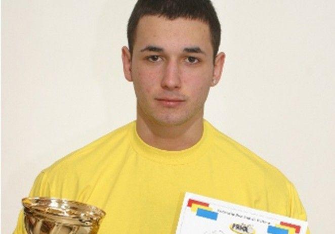 Răzvan Nicoară, triplu campion naţional de tineret la haltere