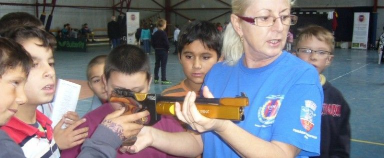 Elevii s-au remarcat la poligonul de tir
