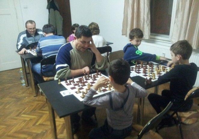 Sandu Ungureanu a câştigat etapa secundă a Campionatului Aradului la blitz