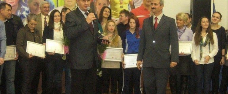 """Viorel Bitang revine acasă cu ocazia inaugurării oficiale a sălii de gimnastică """"Emilia Eberle"""""""