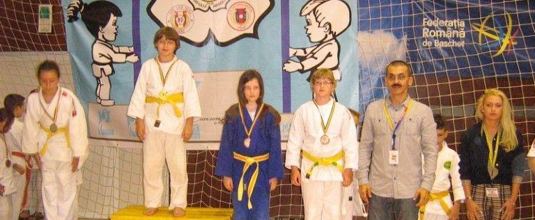 Cluburi din Arad şi Nădlac au urcat pe podium la sărbătoarea judoului