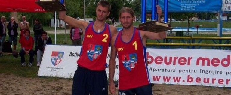 Fan Arad joacă la Campionatele Balcanice de volei pe plajă