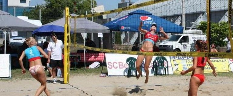 """Cupa """"UVVG"""" a pus punct sezonului local de volei pe plajă"""