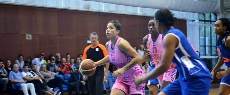 Luptă strânsă în Liga Naţională feminină de baschet