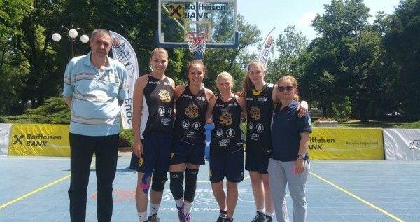 Studentele Goldişului sunt vicecampioane la streetball