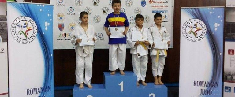 Micii judoka arădeni au urcat pe podiumul naţional