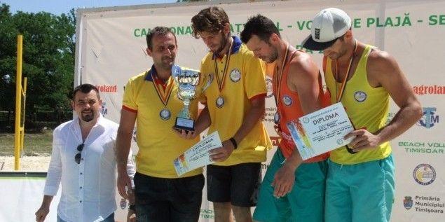 CS Fan Arad dă campioana naţională la volei pe plajă!