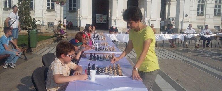 Începe Festivalul de şah al Aradului 2015! Mari maeştri la start
