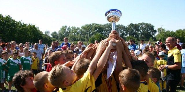 Tabără fotbalistică de vară pentru copii, la Arad