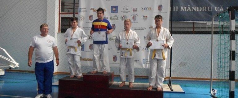 Judoka arădeni au urcat pe podium în lupta la sol