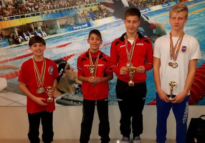 Înotătorii CSM-ului au obţinut o salbă de medalii la Timişoara