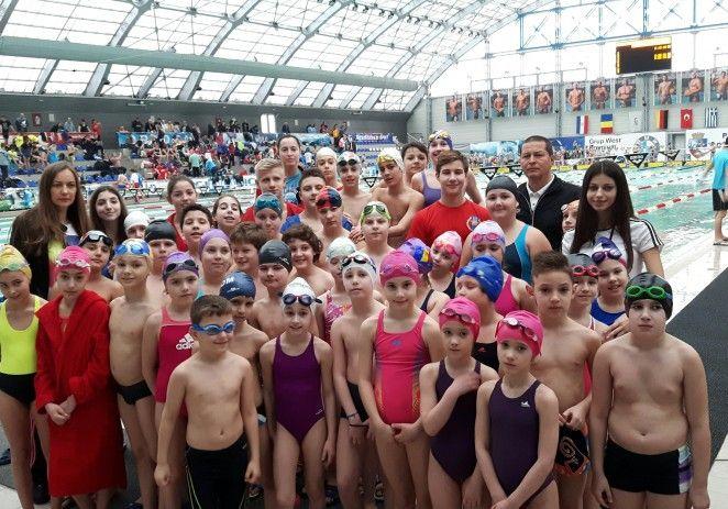 Înotătorii arădeni au urcat pe podium la un concurs în Oradea