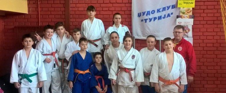 Micii judoka ai CSM-ului s-au remarcat la un concurs în Serbia