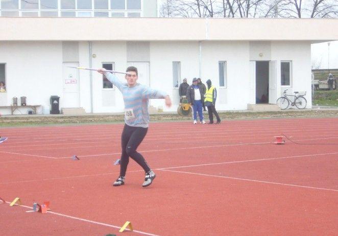 Aradul păstrează tradiţia în atletism. Both, spre Europene