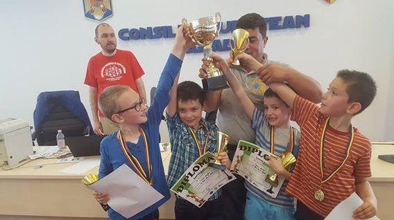 Şcoala gimnazială numărul 5 e campioană la şah