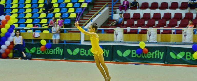 Gimnastele de la ritmică au urcat pe podiumul naţional