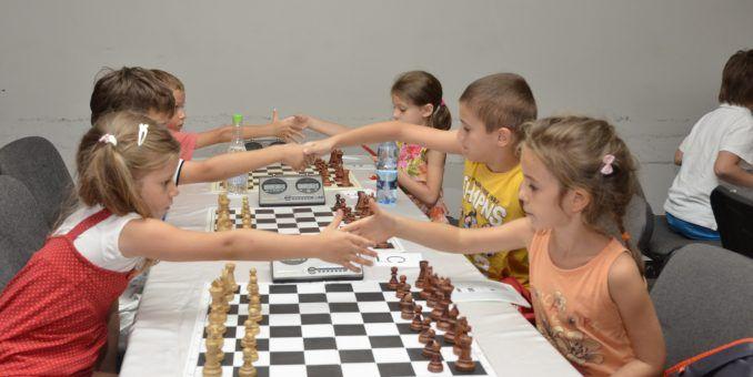 Au început turneele de copii la festivalul de şah al Aradului