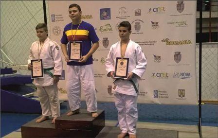 Doi judoka arădeni, medaliaţi naţionali în lupta la sol
