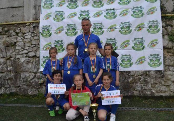 """Fotbalistele din Sântana, primele în Cupa """"Tymbark"""""""