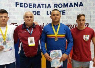 Luptătorii Astrei au urcat pe podiumul naţional al juniorilor