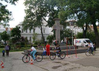 """Elevii se vor întrece pe biciclete în Cupa """"DHS"""""""