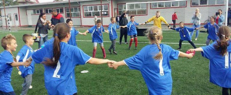 Un nou succes pentru elevii din Sântana: trofeu la Junior Cup!