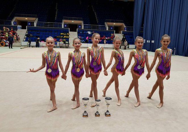 Salbă de medalii pentru gimnastele de la ritmică