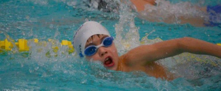 Cupa Aradului la înot se desfăşoară sâmbătă