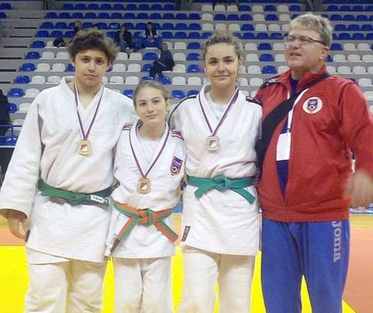 Micii judoka ai CSM-ului au urcat pe podium în Serbia