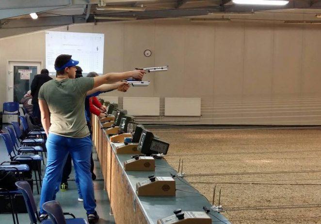 Pistolarii încep noul sezon în poligonul arădean