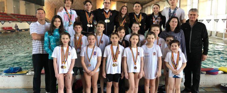 Înotătorii de la CSM şi CSS Gloria cuceresc medalii