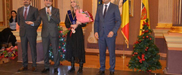 """""""Cetăţeanul de Onoare"""" Daniela Dodean: """"Am început şi voi termina cu Aradul""""!"""