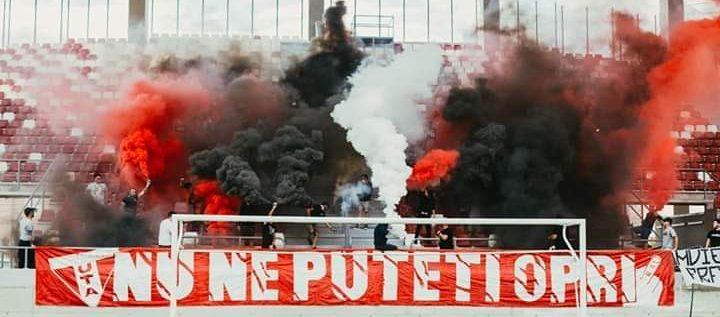 Suporterii UTA-ei, atmosferă incendiară pe noul stadion! Scandări anti- FRF în peluza arădeană