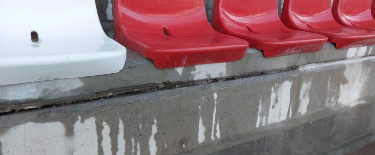 Bătaie de joc la stadion: apa a curs în vestiarul UTA-ei, iar gazonul deja se rupe!