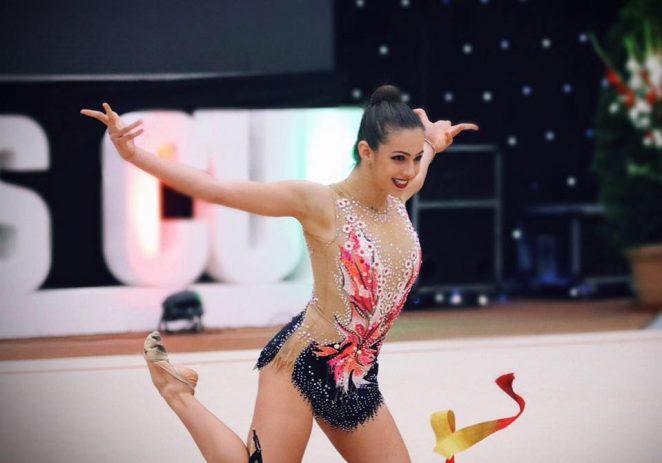 Gimnastele de la ritmică se pregătesc, la Arad, de Naţionale şi Europenele junioarelor