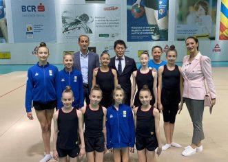 Vizită surpriză pentru Daniela Chiriac şi gimnastele din ansamblul de junioare